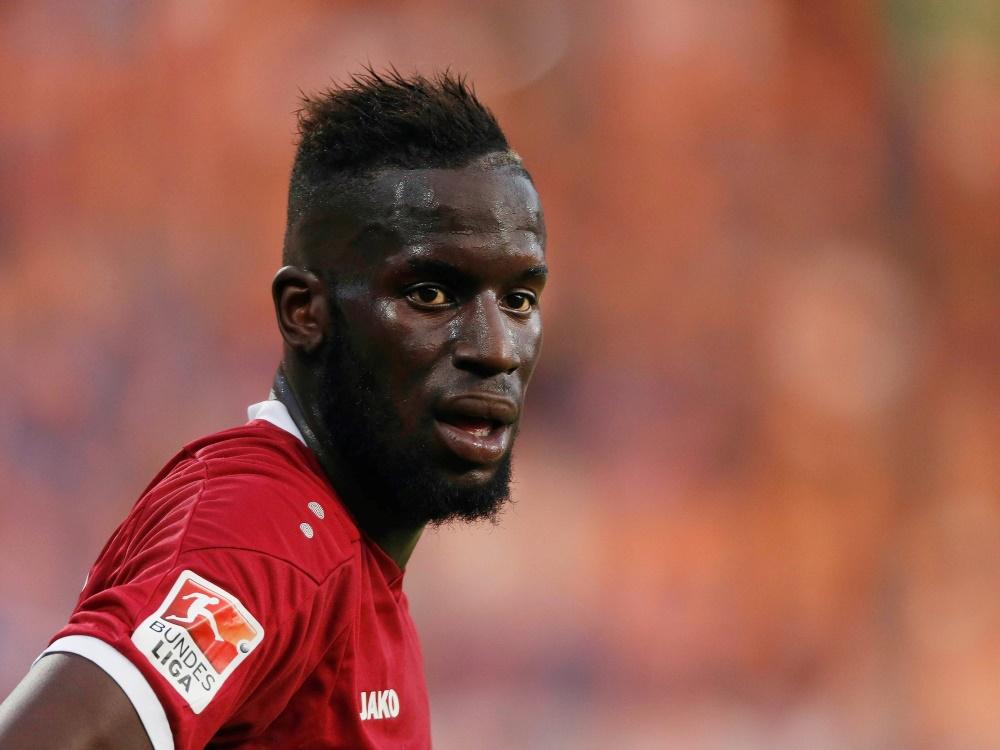 Publikumsliebling und Aufstiegsheld: Salif Sané spielte für 2013 bis 2018 bei Hannover 96. Bei der WM läuft er für Senegal auf, gemeinsam mit Mame Diouf.