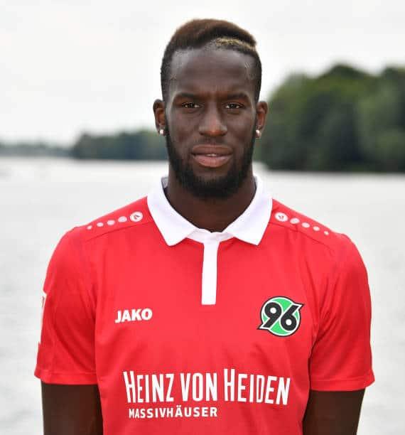 Salif Sané im neuen Heimtrikot von Hannover 96. Foto: Getty Images