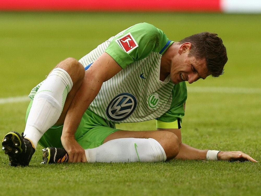 Mario Gomez verletzte sich beim Spiel gegen Hannover 96 (Photo by FIRO/FIRO/SID/)