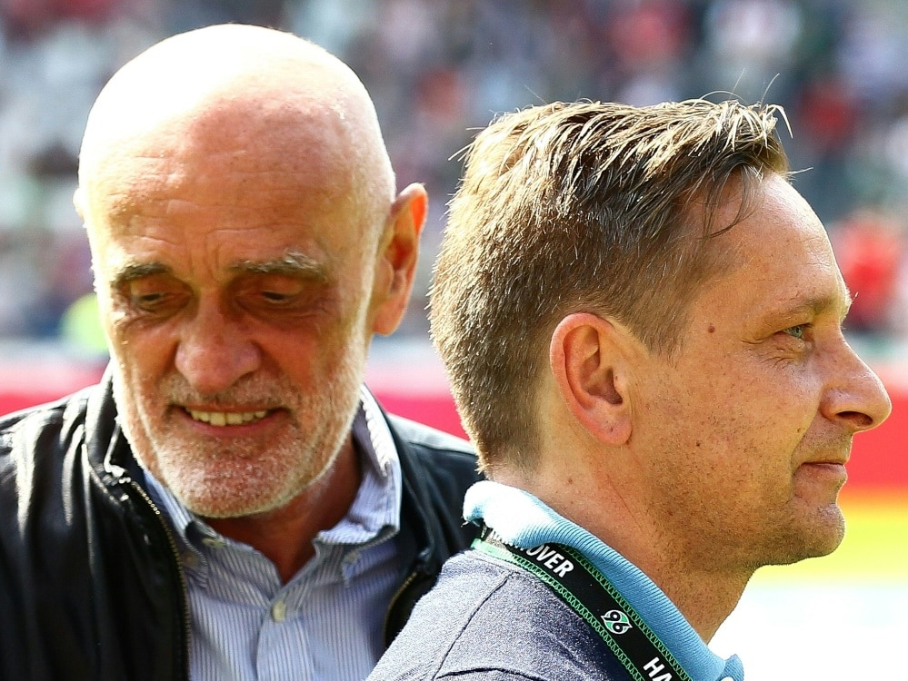 Klubpräsident Kind (l.) will Sportchef Heldt (r.) halten (Photo by firo Sportphoto/firo Sportphoto/SID/)