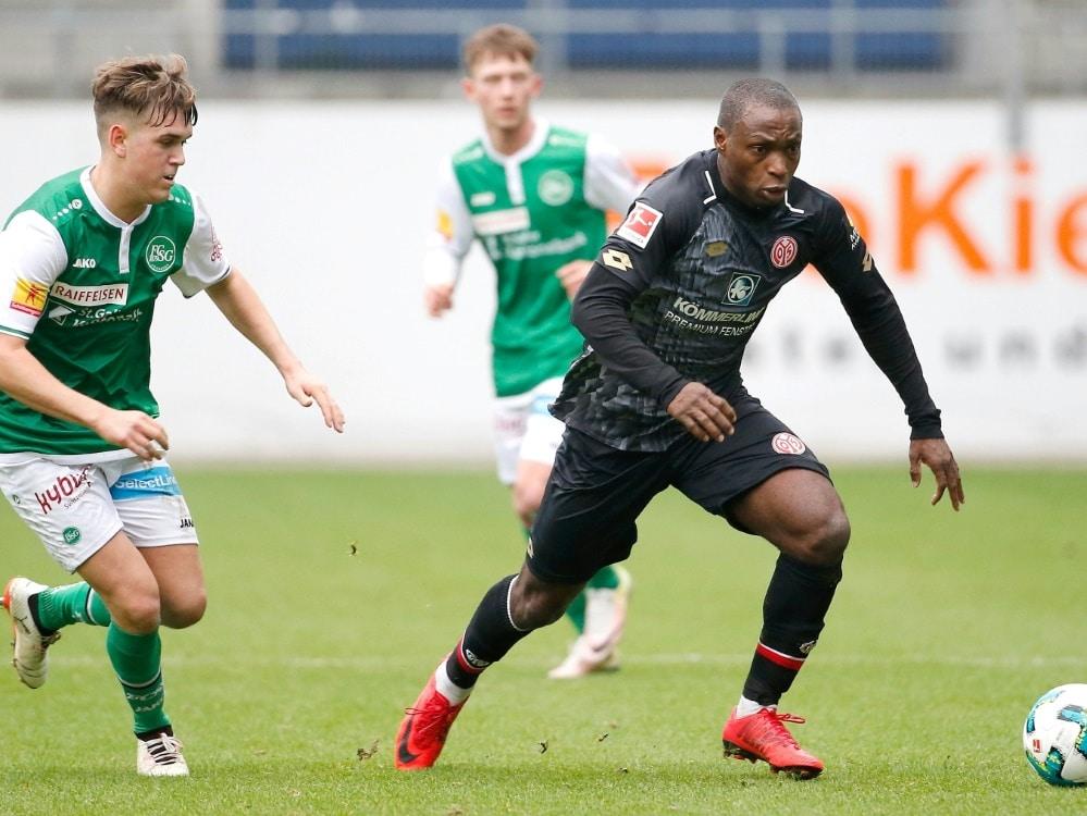 Anthony Ujahs (r.) Einsatz gegen Hannover ist offen (Photo by PIXATHLON/PIXATHLON/SID/)