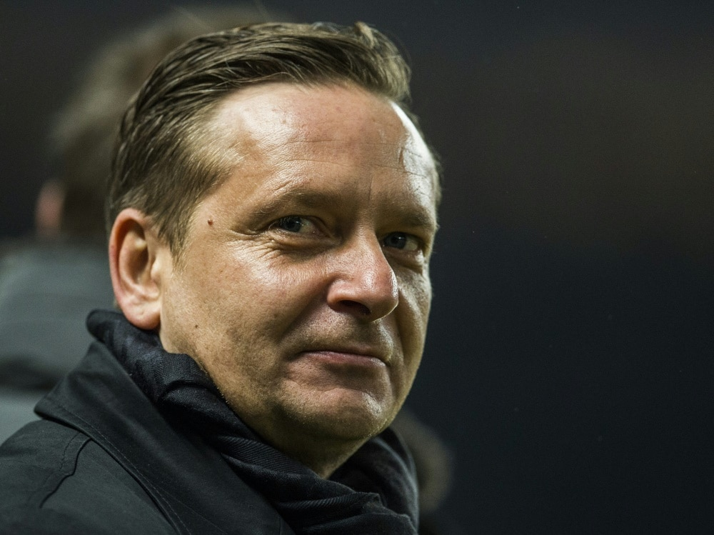 Horst Heldt will in Hannover bleiben (Photo by SID/SID/SID-AFP/ODD ANDERSEN)