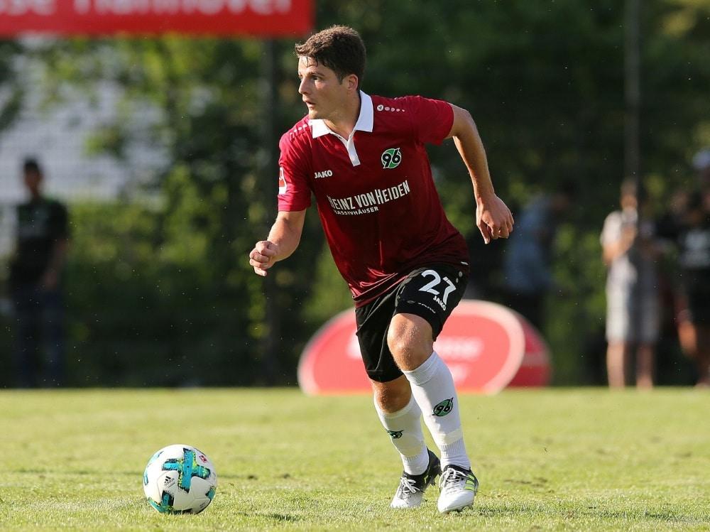 Pirmin Schwegler bleibt Hannover 96 bis 2020 erhalten (Photo by FIRO/FIRO/SID/)