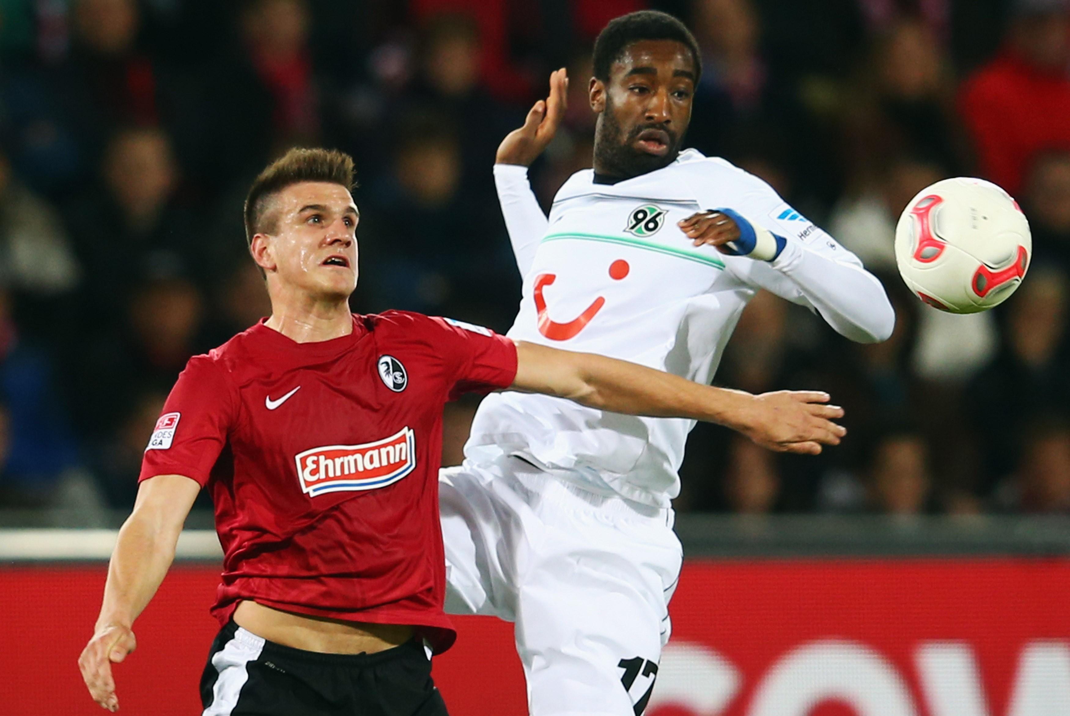 Johan Djourou (rechts) ist mit der Schweiz bei der WM dabei. Für 96 spielte er in der Rückrunde 2013.