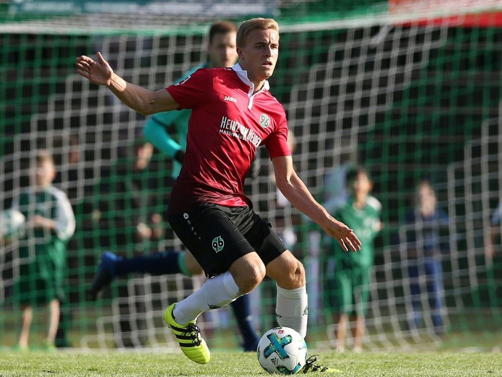 Timo Hübers verlängert bei Hannover 96 bis 2021 (Photo by FIRO SPORTPHOTO/FIRO SPORTPHOTO/SID/)