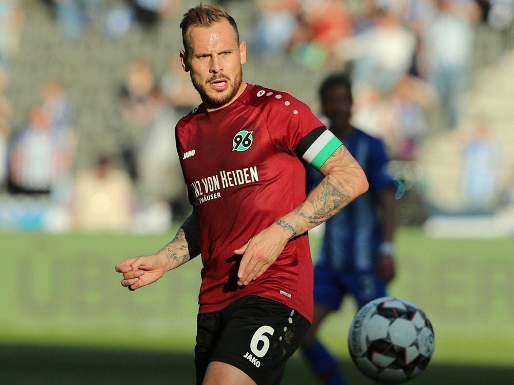 Bakalorz alter und neuer Spielführer bei Hannover 96 (Photo by PIXATHLON/PIXATHLON/SID/)