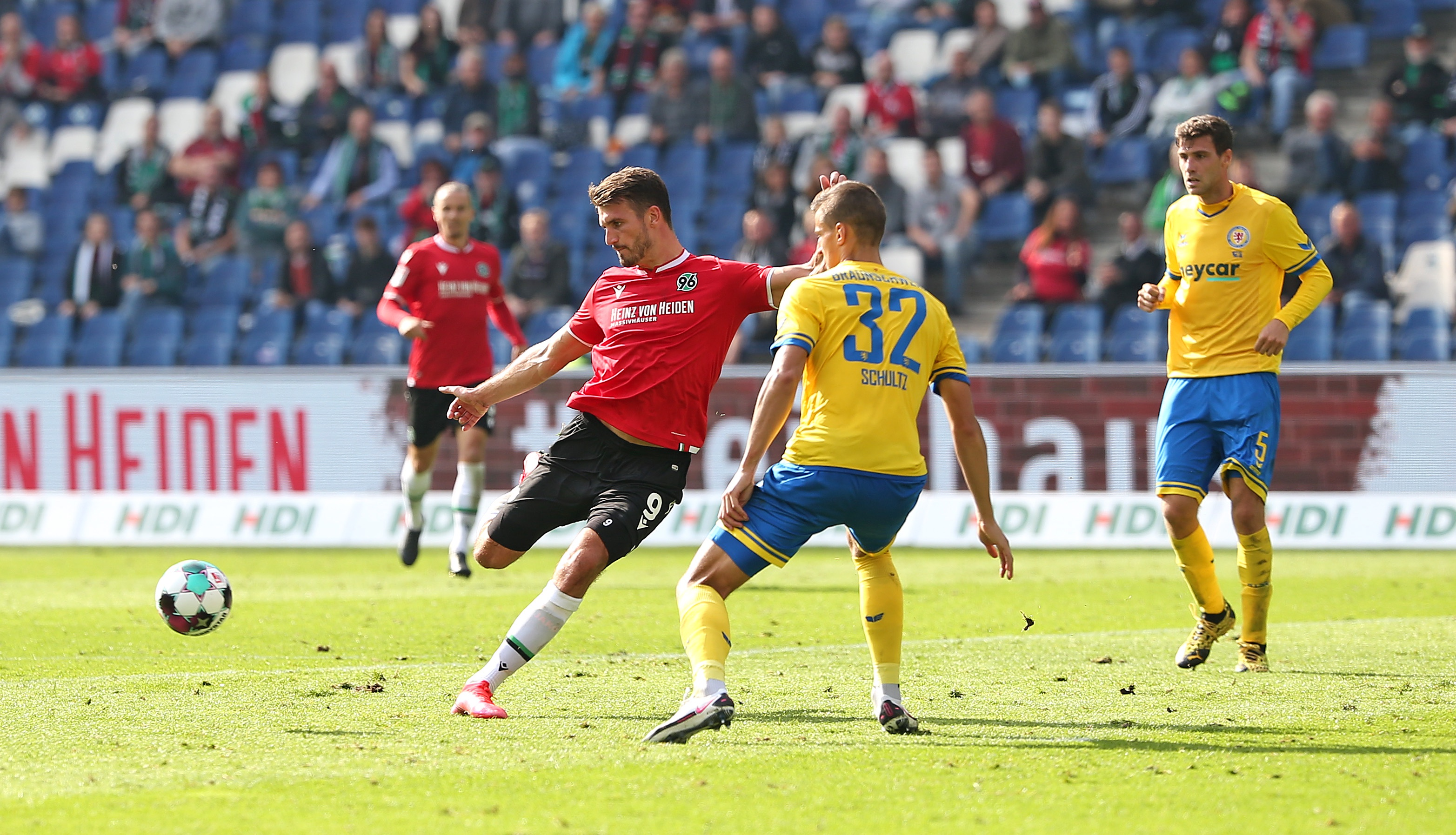 Hannover 96 v Eintracht Braunschweig – Second Bundesliga